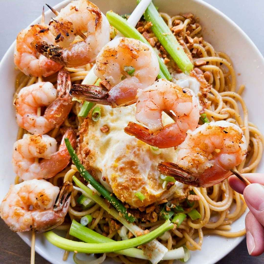 Garlic Noodle with Shrimps
