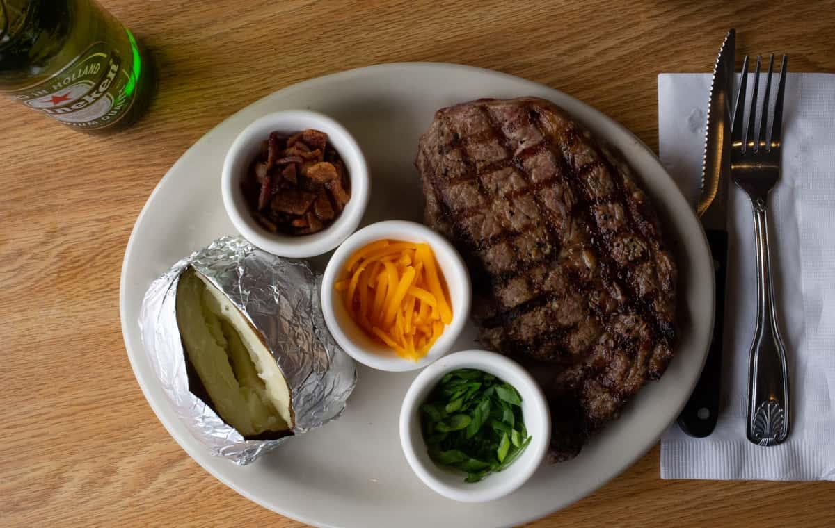 6 oz Top Sirloin Steak Dinner*