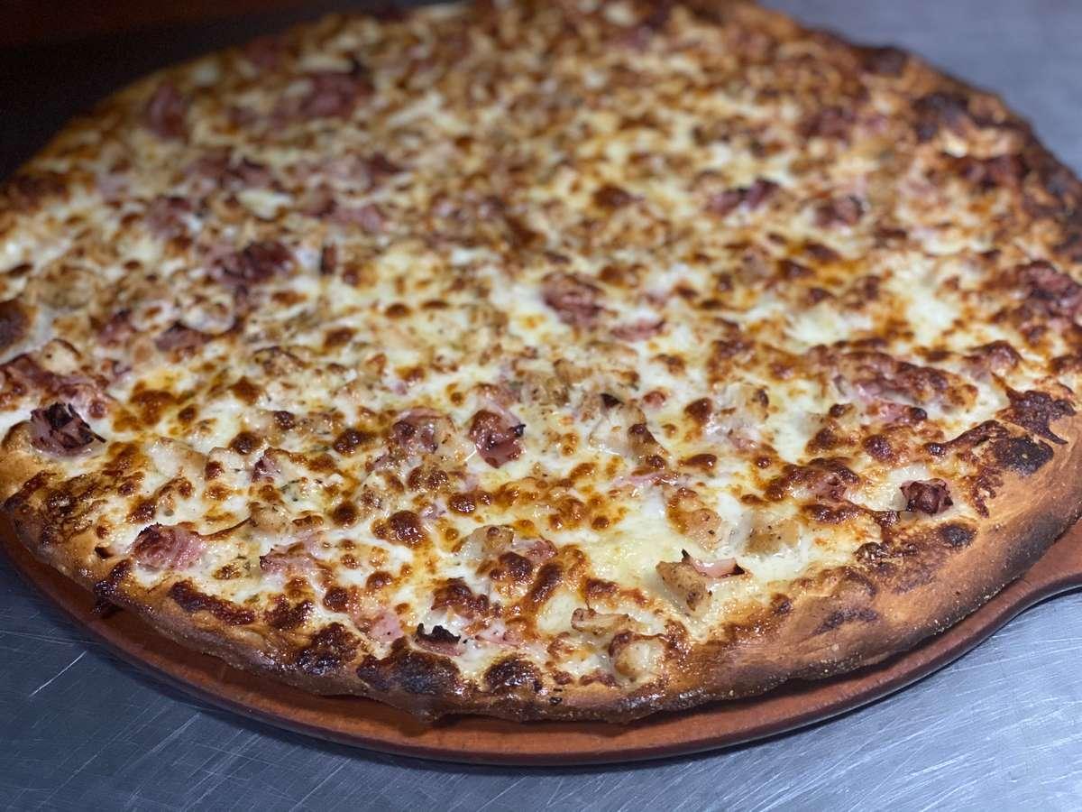 CHICKEN CORDON BLEU PIZZA