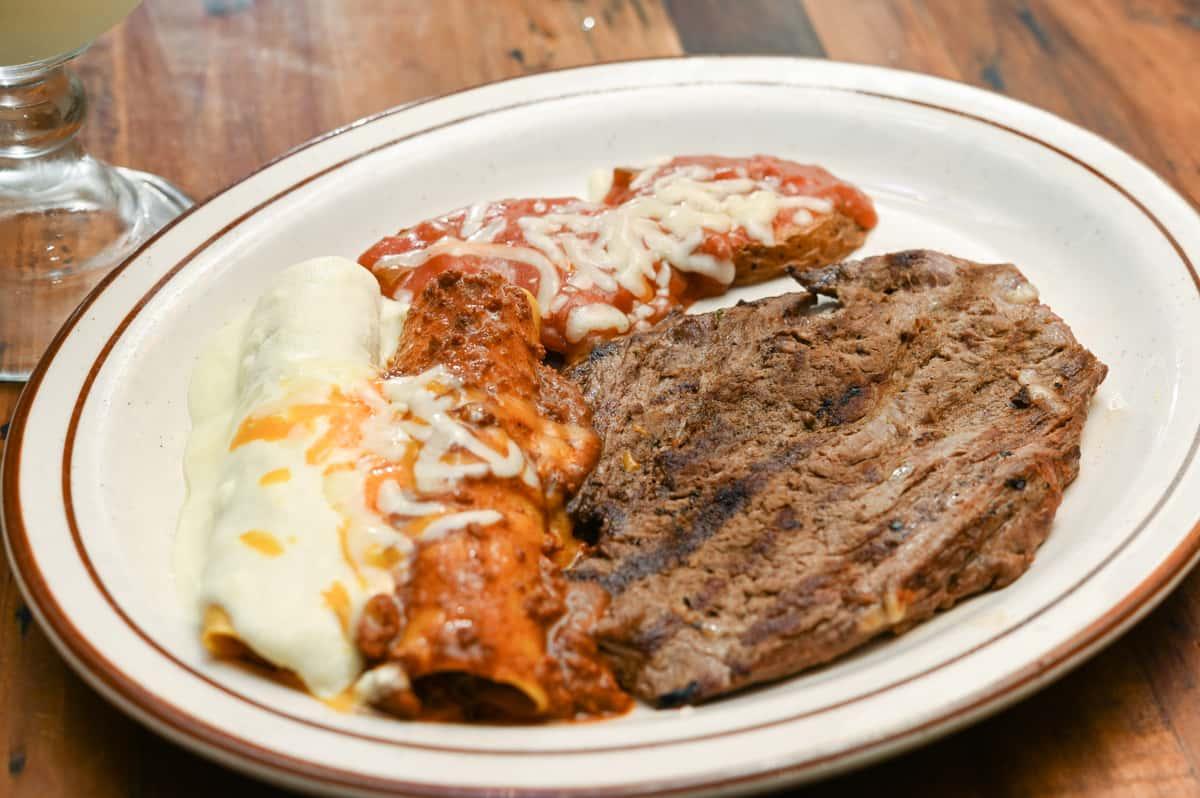 Steak con Enchiladas
