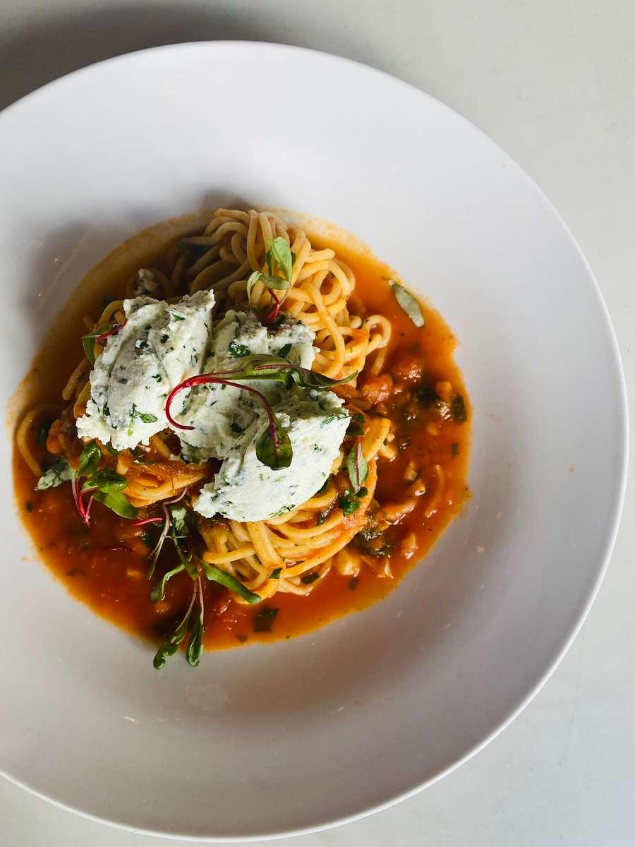 Spaghetti Pomodoro e Ricotta