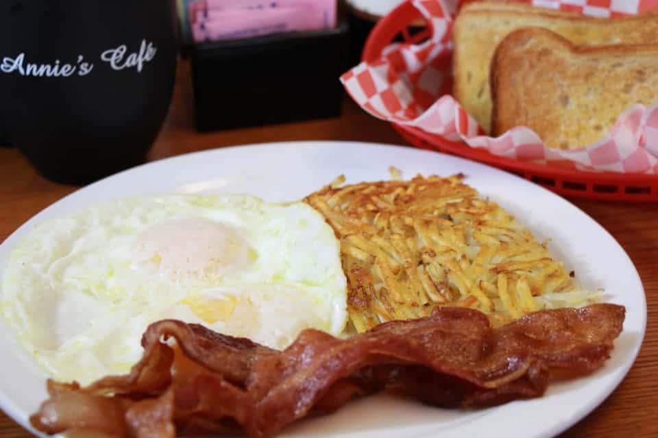 eggs, bacon, hash browns