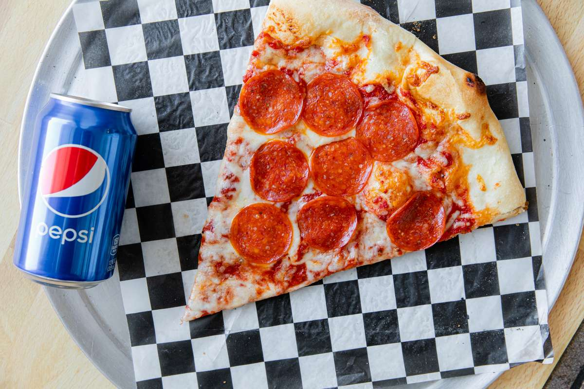 Slice of 1 Topping Pizza & Can of Pop