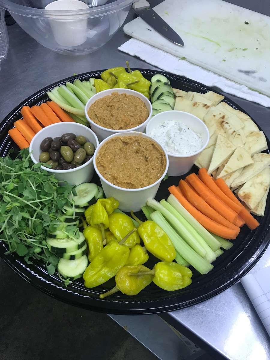 Hummus Veggie Tray (Per Person)