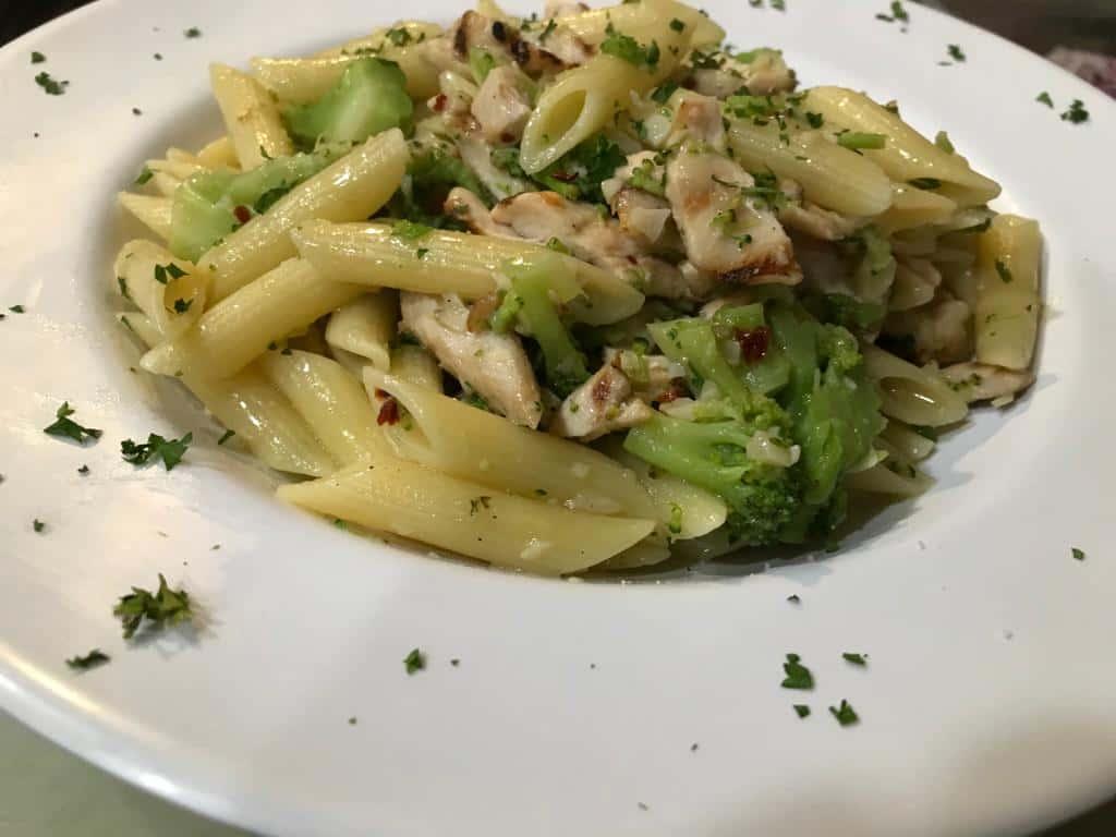 Penne With Broccoli & Chicken, Garlic & Oil