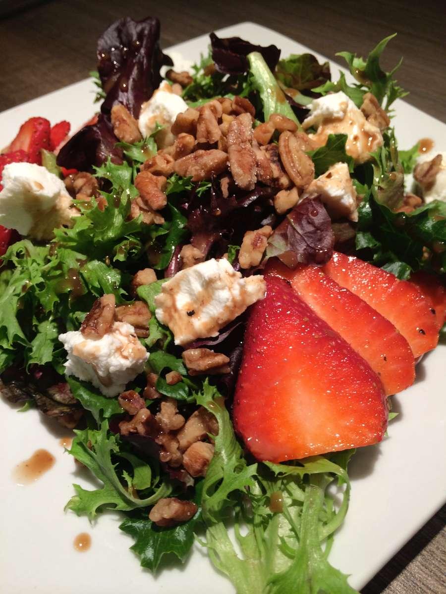 Market Strawberry Grilled Chicken Salad