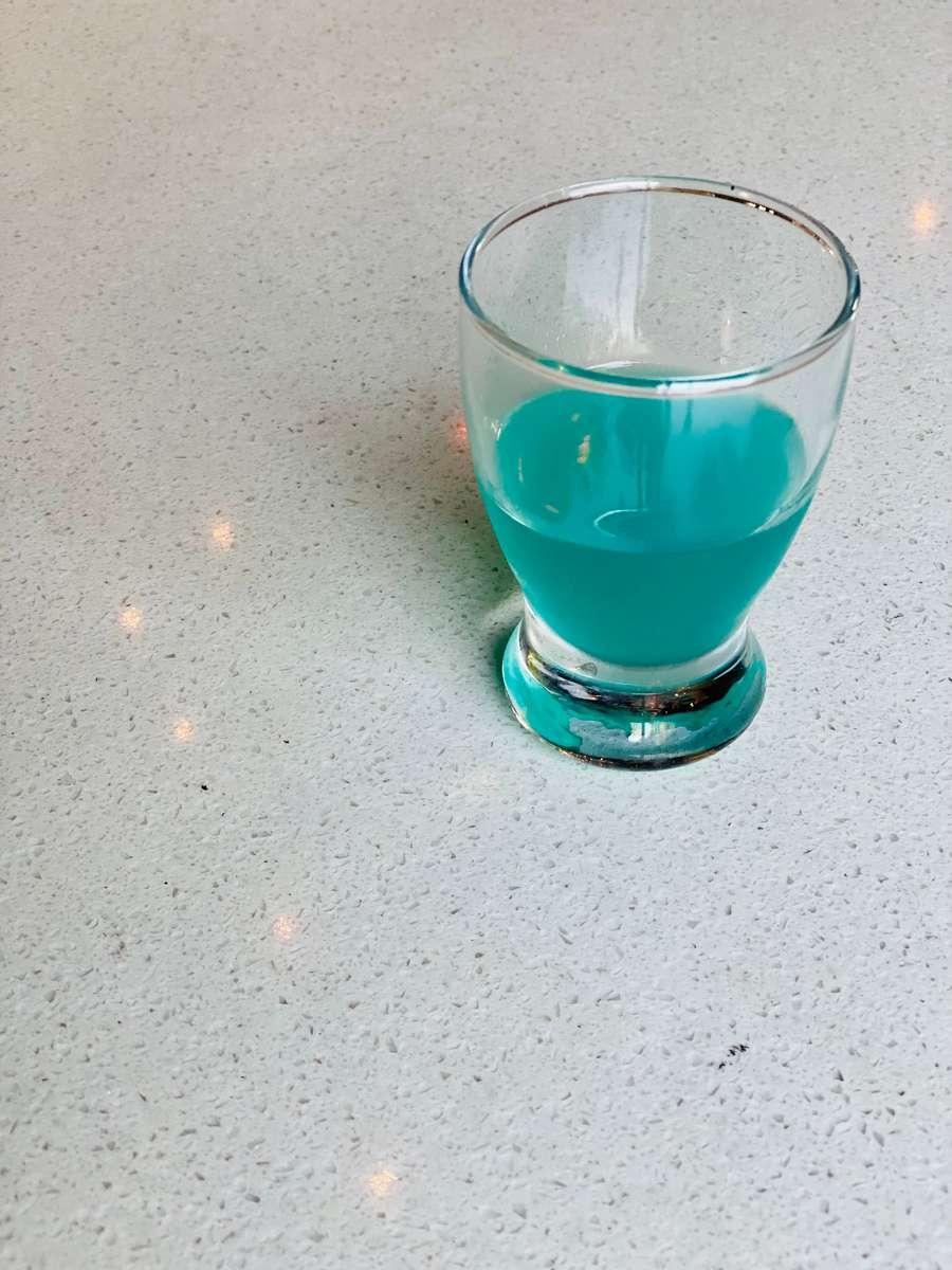 B (Blue)