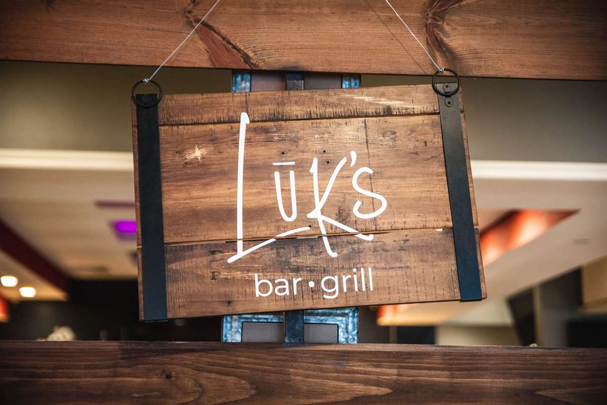 Luk's Bar and Grill