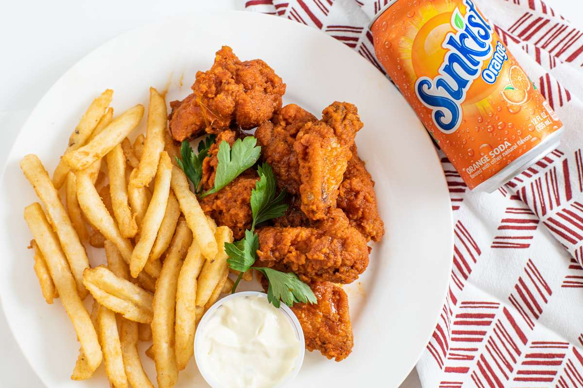 Buffalo wing combo with a Sunkist