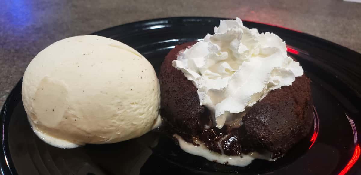 MOLTEN LAVA CAKE W/ ICE CREA