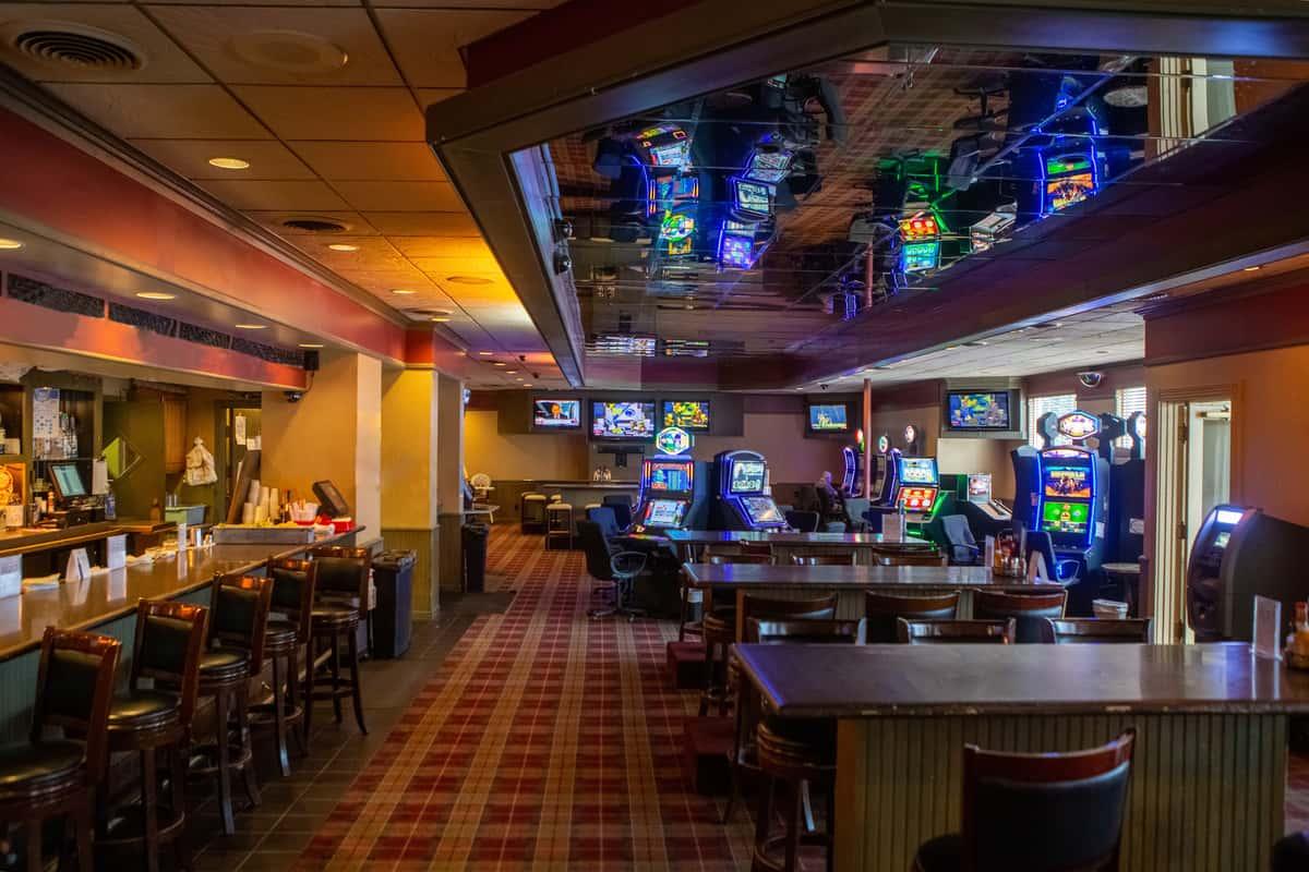 Max slot machines and bar