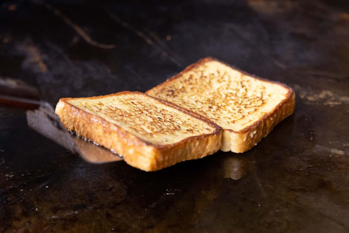 toast on grill