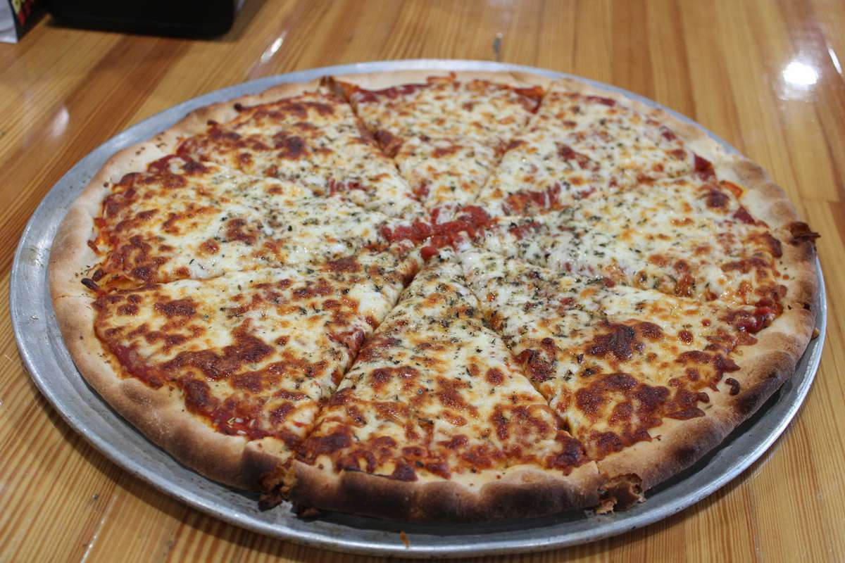 Pizza 16' round: cut into 8 or 16 slices