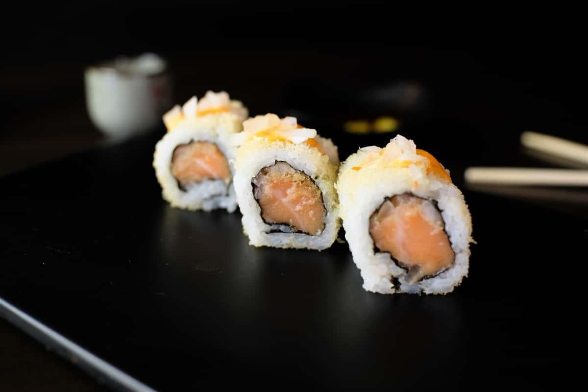 Smoked Salmon Crunch Roll (10)