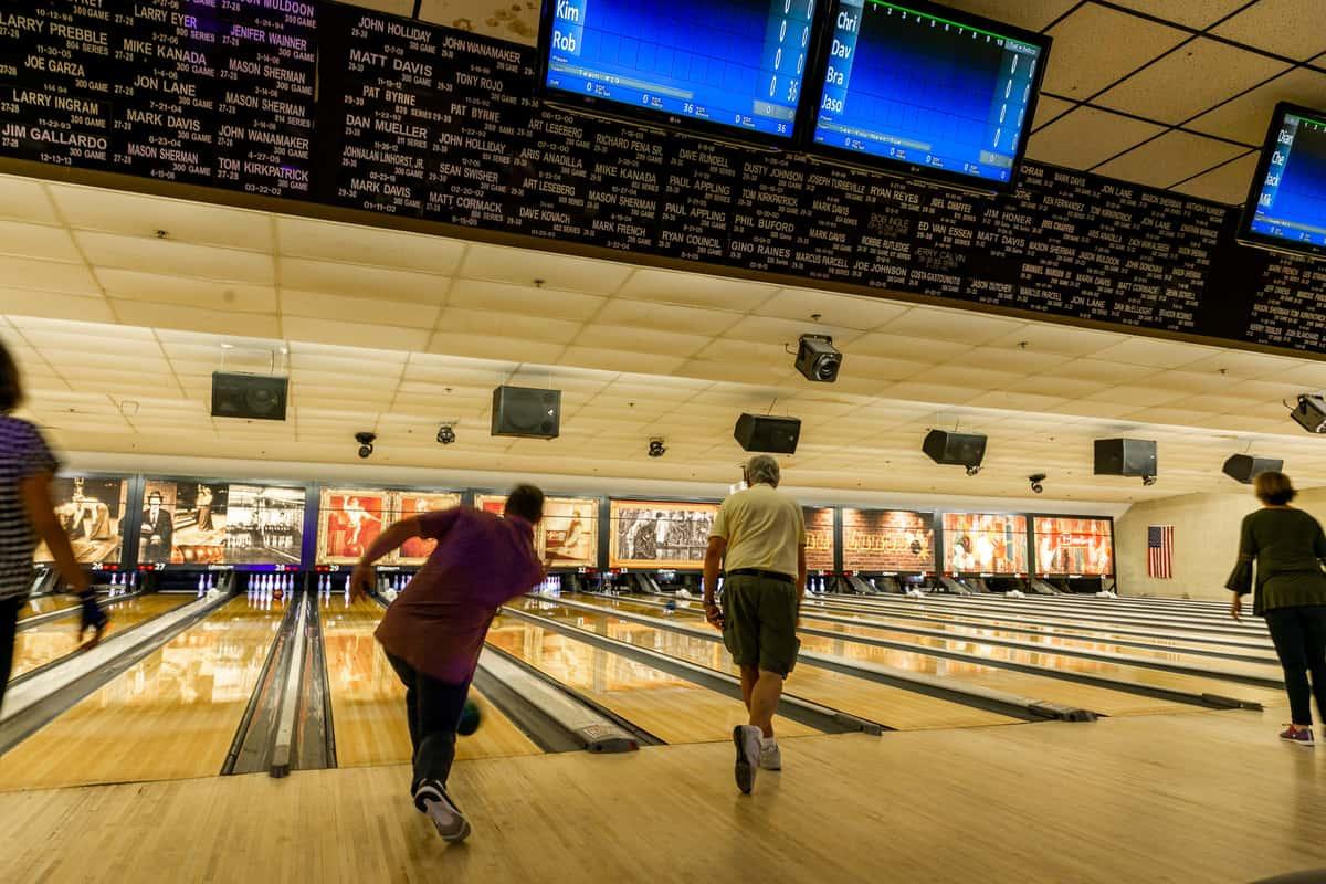 dudes bowling