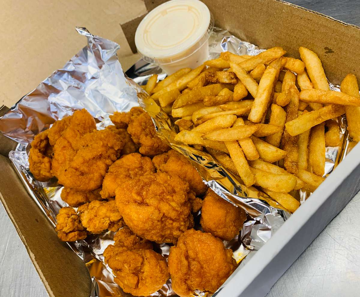 15 Boneless Wings & Fries with a Can of Pop
