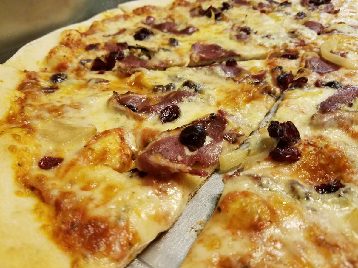 Smokey Duck pizza