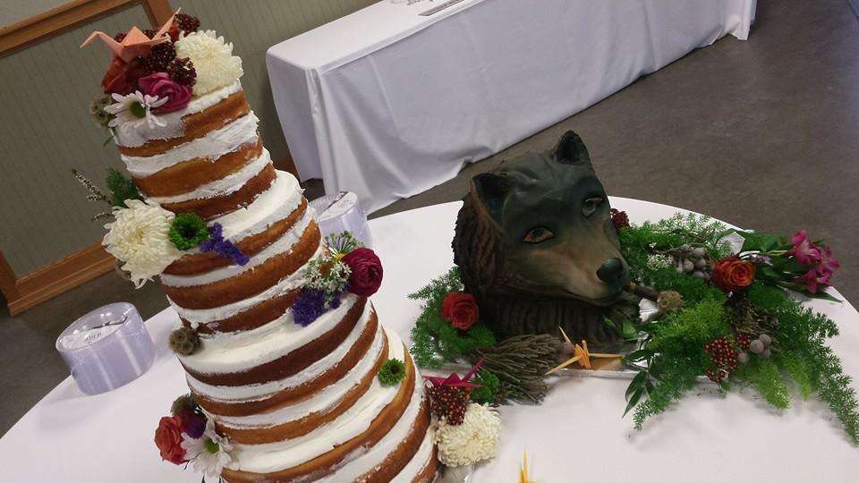 wedding cake and grooms cake