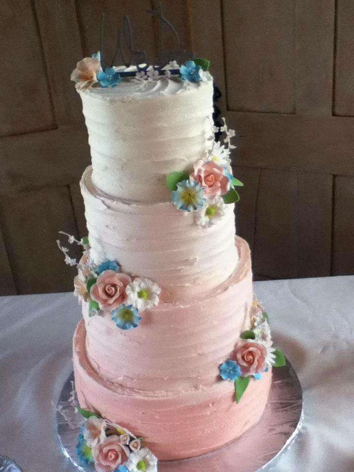 peach wedding cake with roses