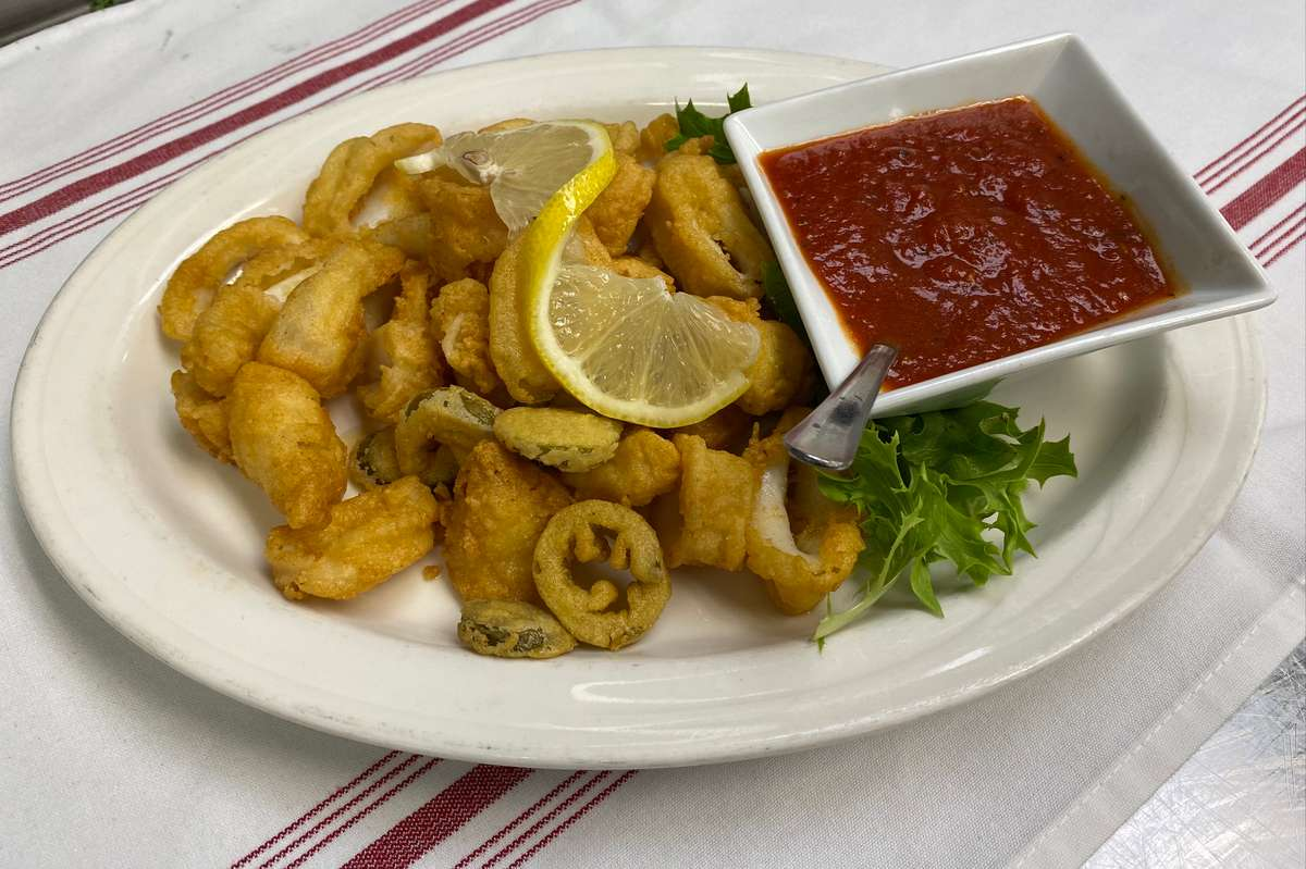 Flash Fried Calamari with Marinara