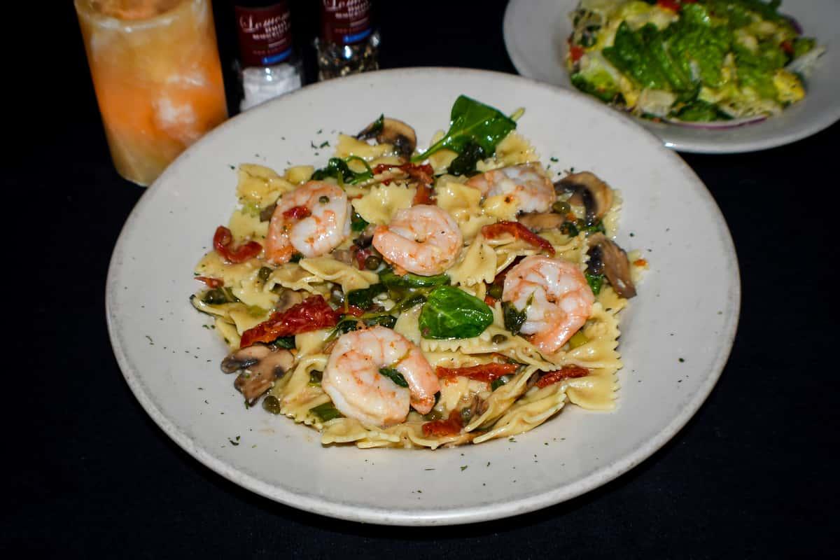 Pasta Lomontes w/ Shrimp