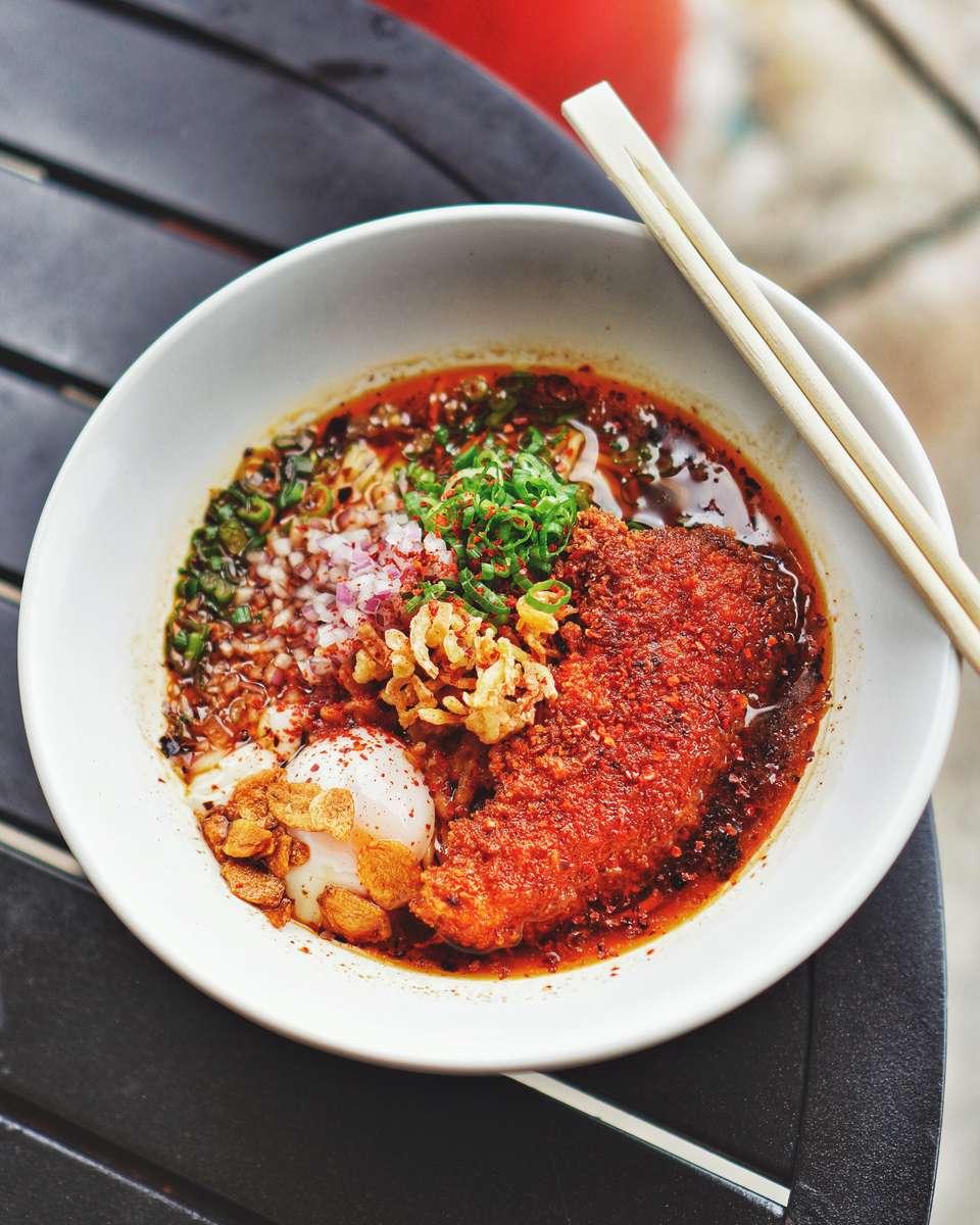 Akai Katsu Chicken Ramen (赤い鶏肉カツラーメン)