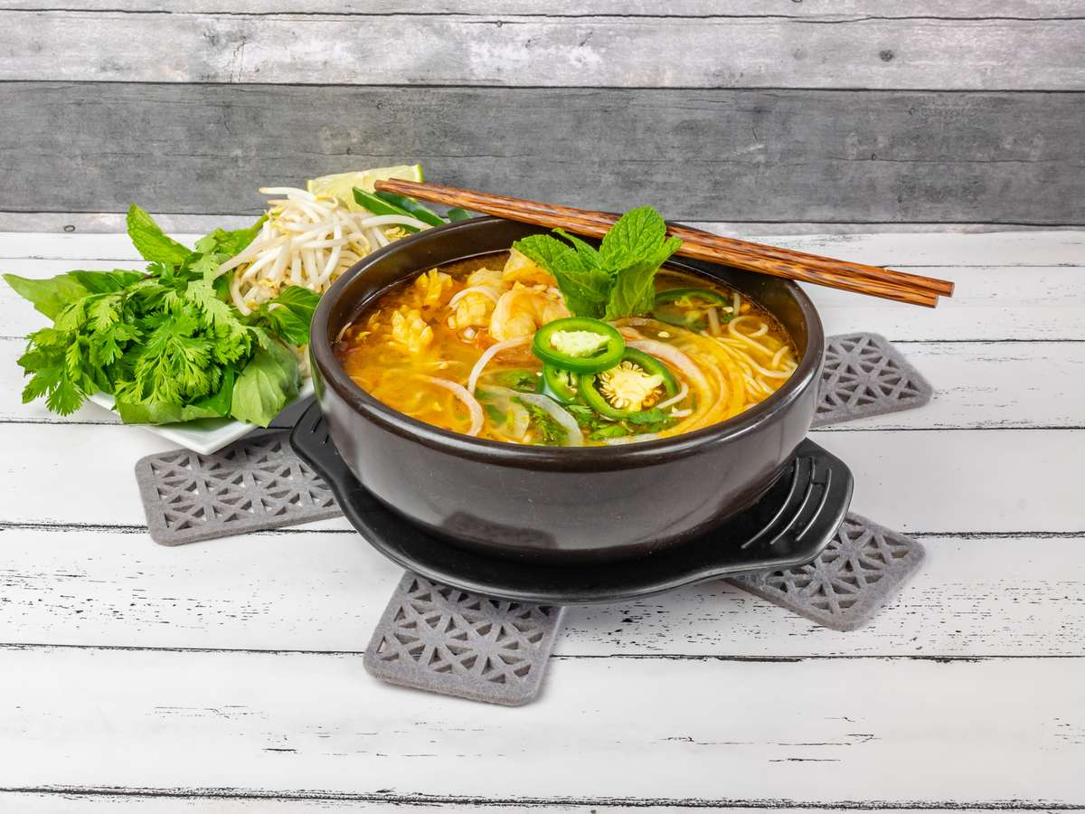 Spicy Seafood Noodle Soup / Bún Hải Sản