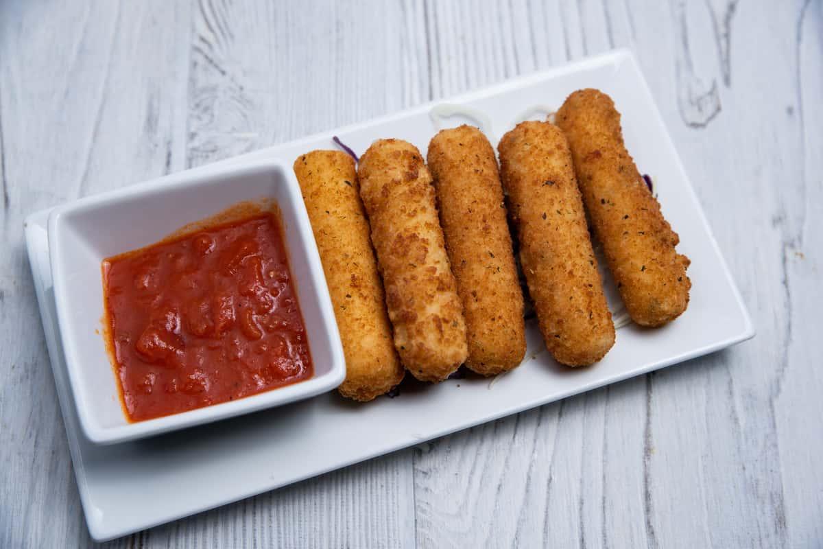 Mozzarella Sticks (5)