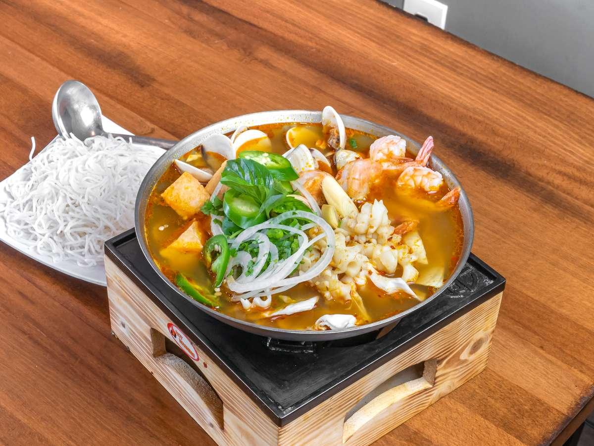 Spicy Seafood Hotpot / Lẩu Hải Sản