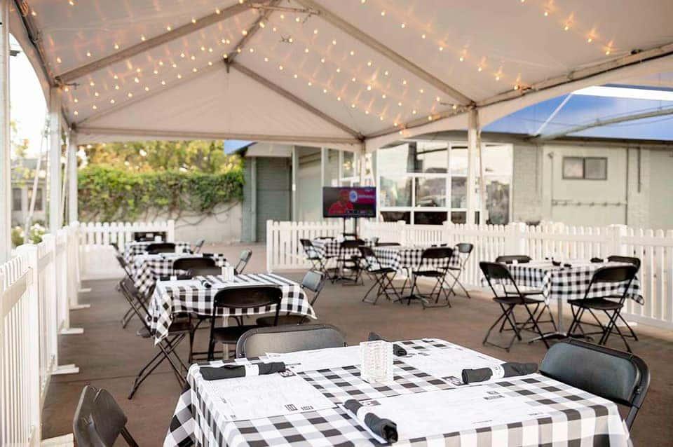 Outdoor Dining at Naples Rib Company