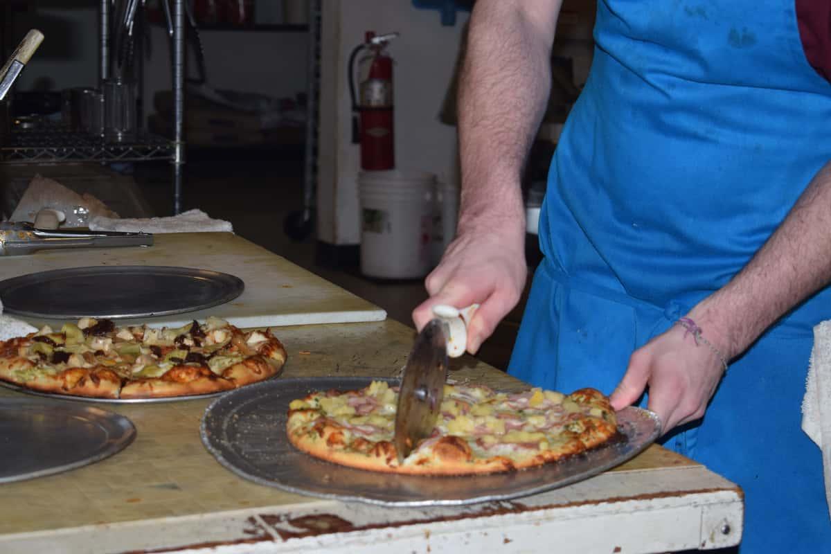 pizza slicing