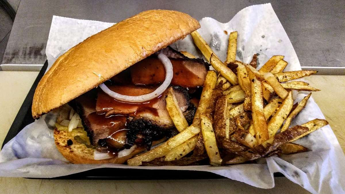 Bbq Sandwich with fries