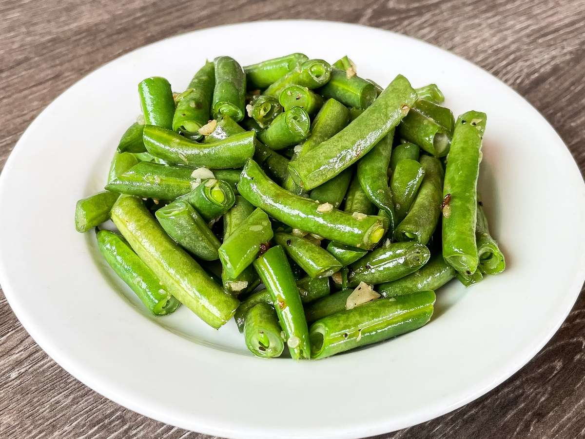 SIDE GREEN BEANS AND GARLIC