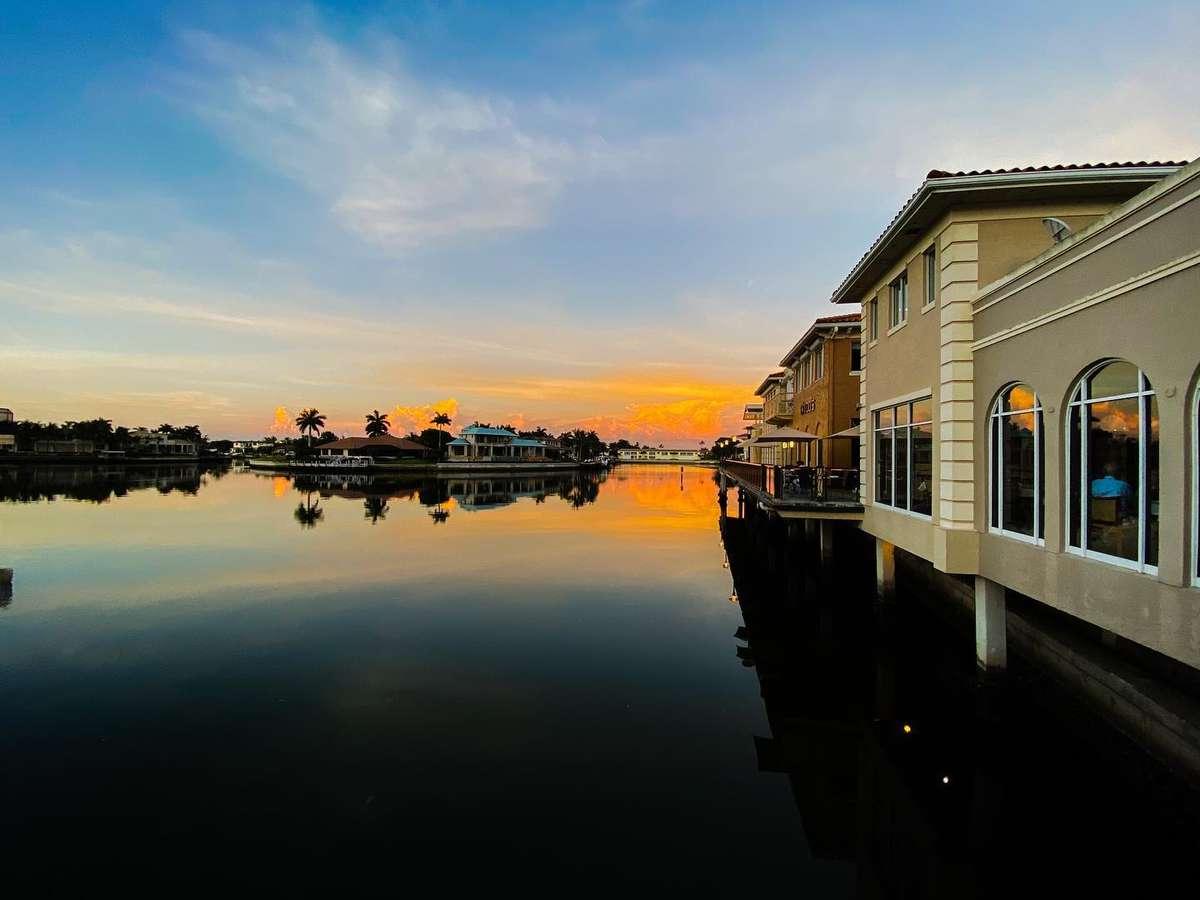 Restaurant on waterfront