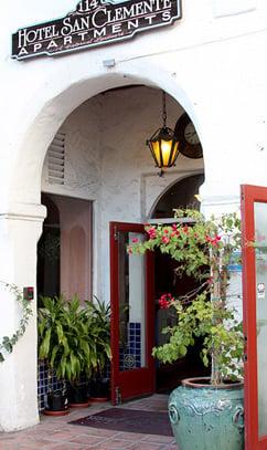 Hotel San Clemente doorway