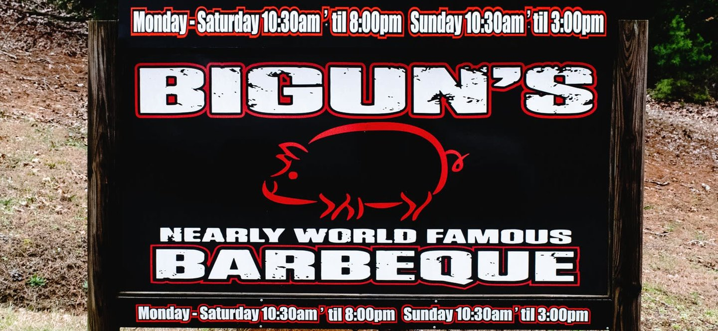 sign for bigun's barbeque