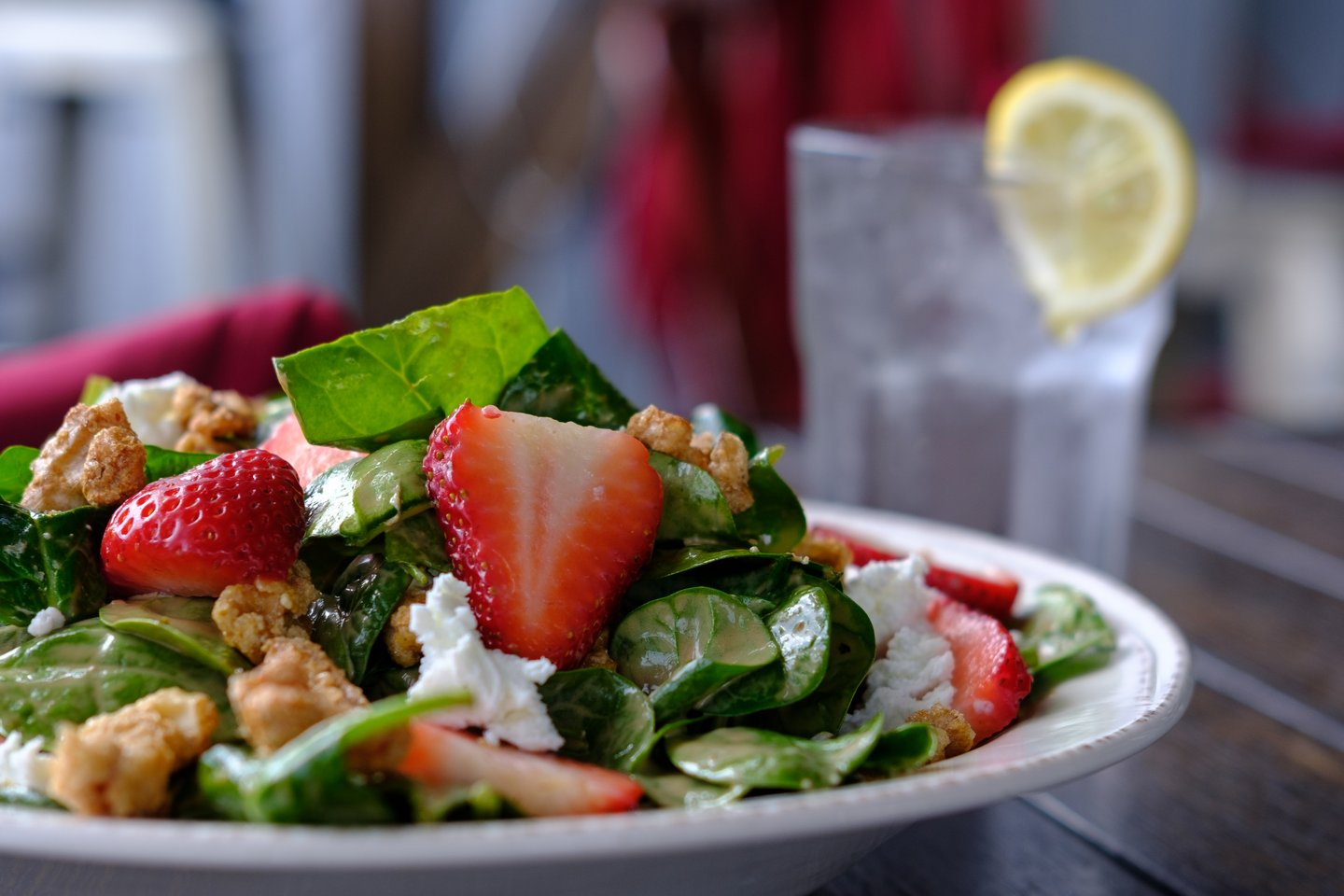 salad with strawberries and nuts