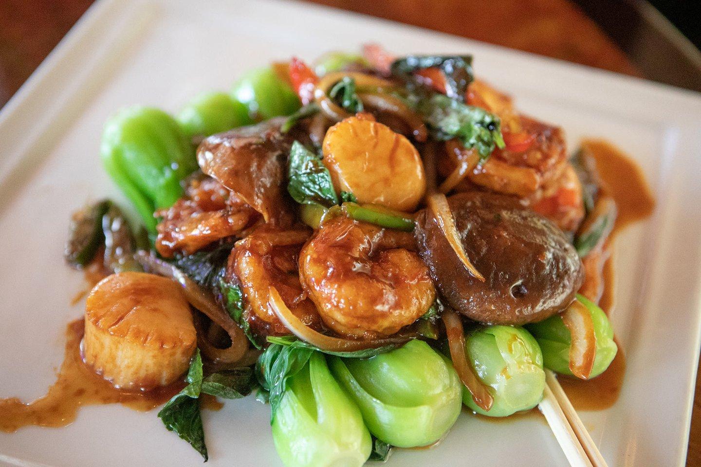 Wok Basil Shrimp and Scallops