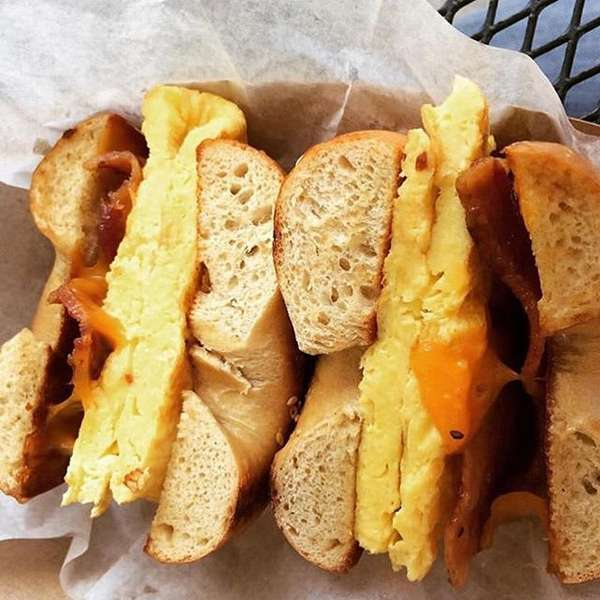 egg and cheese bagel