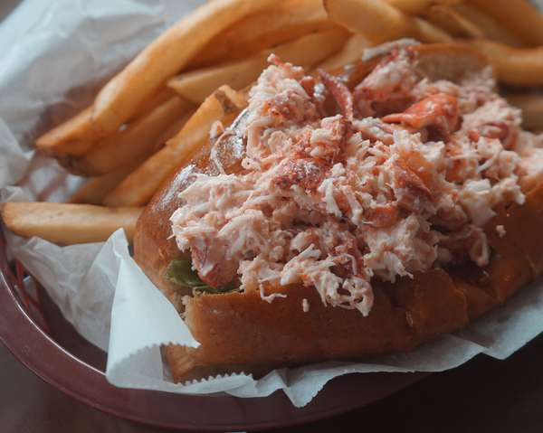 MAINE LOBSTER ROLL