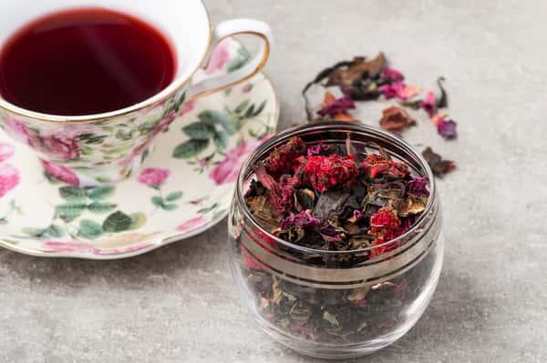 Red loose tea in teacup