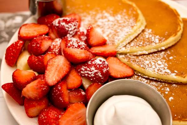 Strawberry Pancakes (450/900 cal)