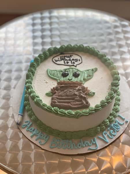 baby yoda cake