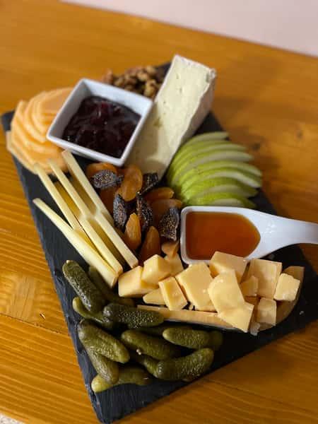 Cheesemonger's Cheese Board (serves 2)