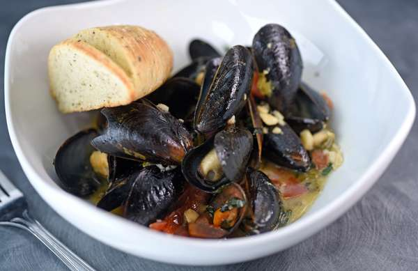 Steamed P.E.I Mussels