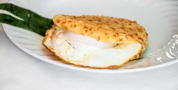 Arepa Colombiana Con Egg Y Queso