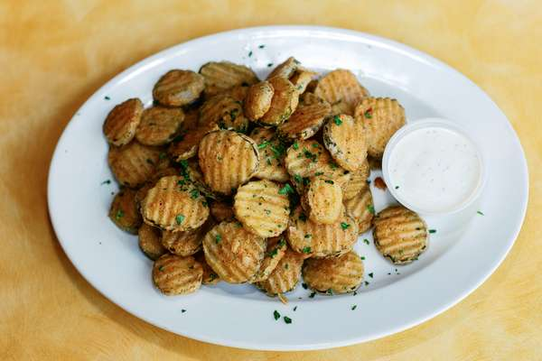 LUCKY'S FAMOUS FRIED PICKLES