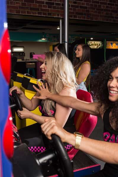 girls playing game