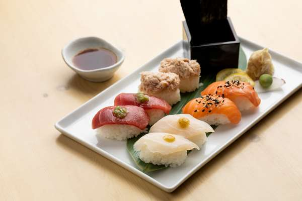 Grab Hand Roll (8 Pieces)