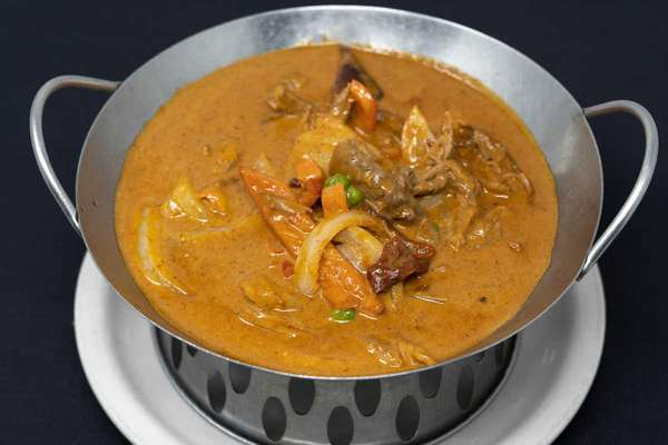 L5. Massaman Curry + Rice + 1 Egg Roll